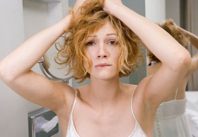 5- Saçlarınızın fazla kıvırcık olmasından ya da kalçalarınızın fazla büyük olmasından dolayı şikâyet etmeyin. Belki Jessica Alba'nın burnuna sahip değilsiniz ama yine de o sizin burnunuz. Kendinizi bir bütün olarak sevmeye başlayın. Unutmayın, her şey içinizde başlar.